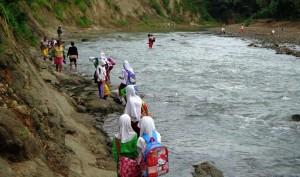 Kedung Iyom, Menanti Jembatan Gantung